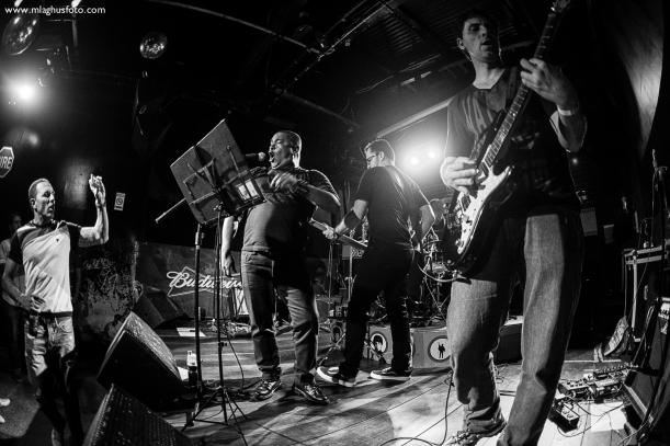 Show cobertura fotográfica mlaghus profissional fotografia banda the broadcaster groove bar barra salvador (1)